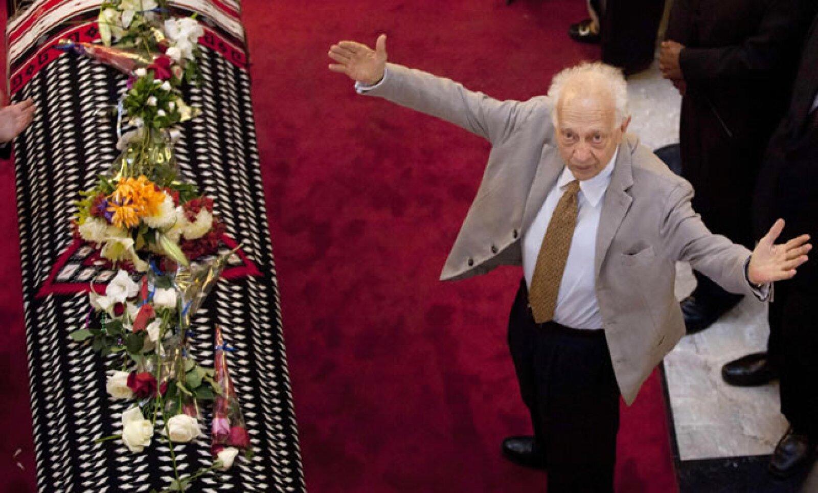 El escritor, Sergio Pitol, acudió a Bellas Artes para dar el último adiós a la legendaria artista que nació en Costa Rica.