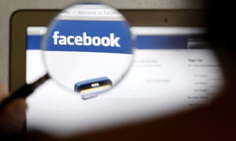 Las acciones de Facebook caían 3.5% en operaciones después del cierre del mercado. (Foto: Reuters)