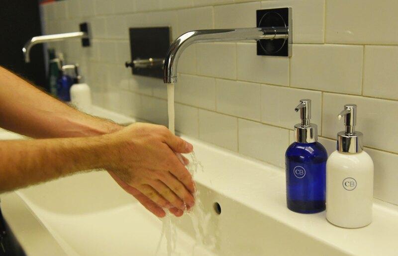 lavarse-las-manos-coronavirus-jabón-gel antibacterial-covid 19