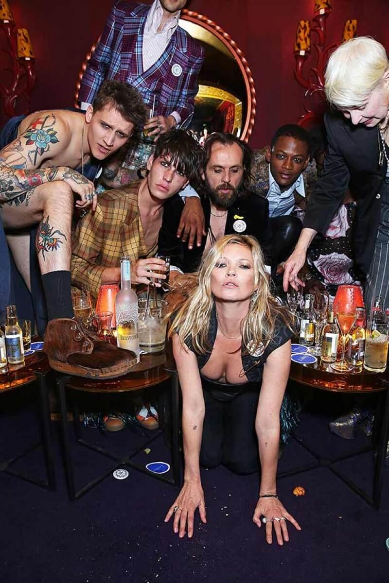 La modelo vivió una noche desenfrenada junto a la diseñadora inglesa en una fiesta que tenía como objetivo celebrar el décimo aniversario de la revista Another Man.