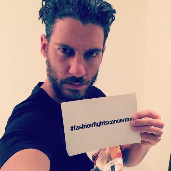 Erick Elías también se tomó su selfie con la t-shirt y la publicó en Instagram.