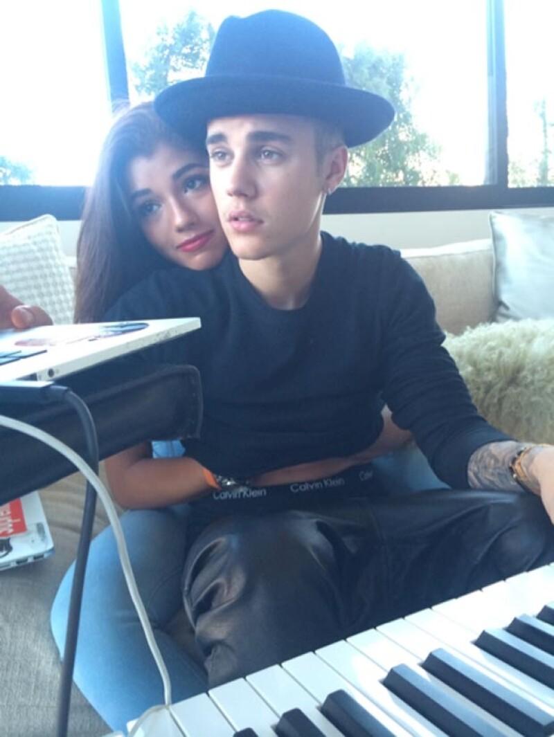 Justin Bieber y Yovanna han compartido imágenes en actitudes cariñosas.