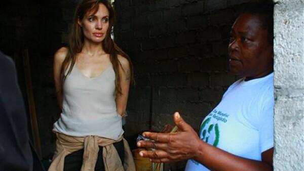 La actriz se reunió con el presidente ecuatoriano, Rafael Correa, para hablar sobre los refugiados que han buscado asilo en este territorio; externó que Jolie es muy linda, sencilla y sensible.