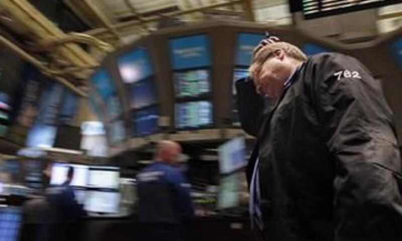 Las acciones no respondieron de manera positiva a la promesa del BCE intervenir en el mercado de bonos. (Foto: Reuters)
