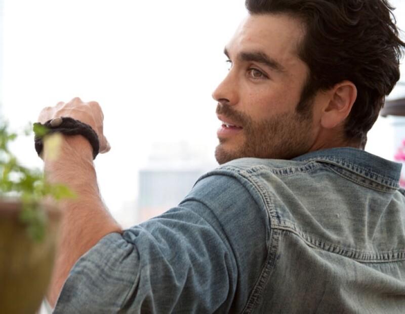 El actor mexicano nos compartió cinco puntos para ser feliz ante esa situación y nos contó por qué no tiene novia.