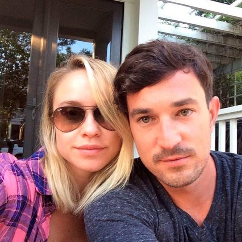 La pareja se encontraba en viaje de negocios de Matt, quien es dueño de una discoteca.