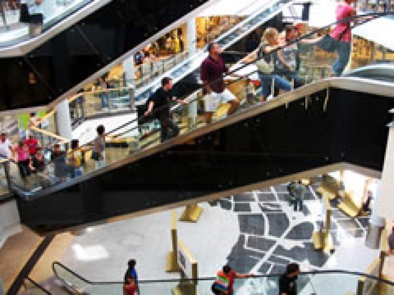 Los centros comerciales estadounidenses se han visto obligados a rematar productos y hacer ofertas desmedidas. (Foto: Especial )