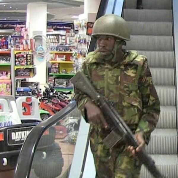 soldado en un centro comercial donde ocurrio tiroteo