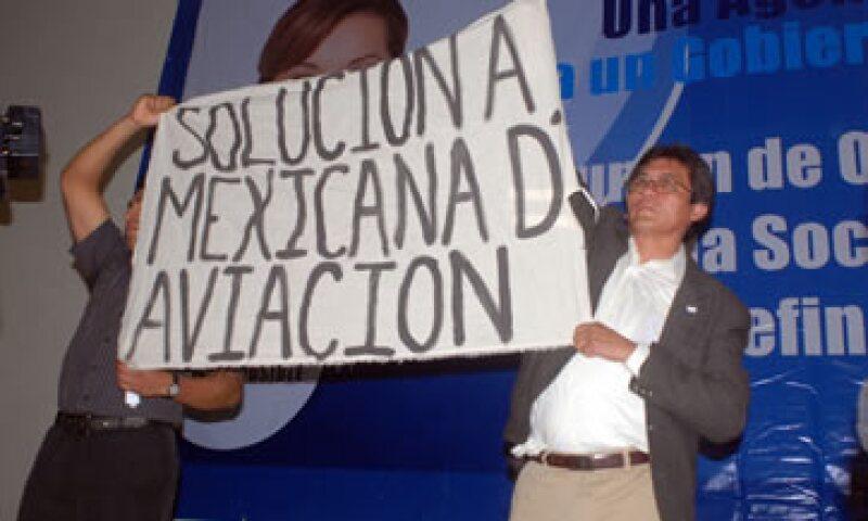Los presuntos empleados de la aerolínea irrumpieron en el Salón Olmeca en punto de las 10:00 horas. (Foto: Notimex)