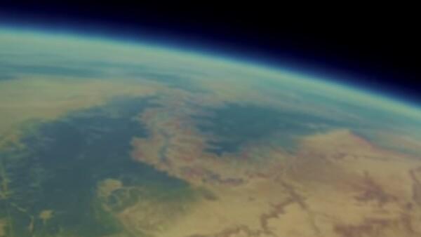 La cámara grabó durante 98 minutos en su ascenso al espacio (Foto: YouTube/Bryan Chan)