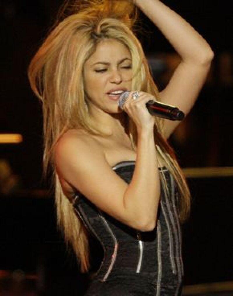 Durante casi un año, la cantante se dedicó a seleccionar las canciones que formarán su nueva producción discográfica, que será la continuación de Fijación Oral y Oral Fixation Vol. 2.