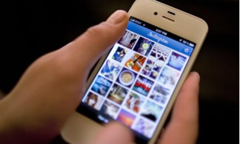 Instagram indica que 1,000 personas comentan una imagen por segundo. (Foto: Reuters)