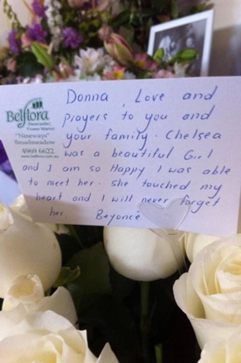 La cantante le mandó un ramo de flores a la familia de Chelsea.