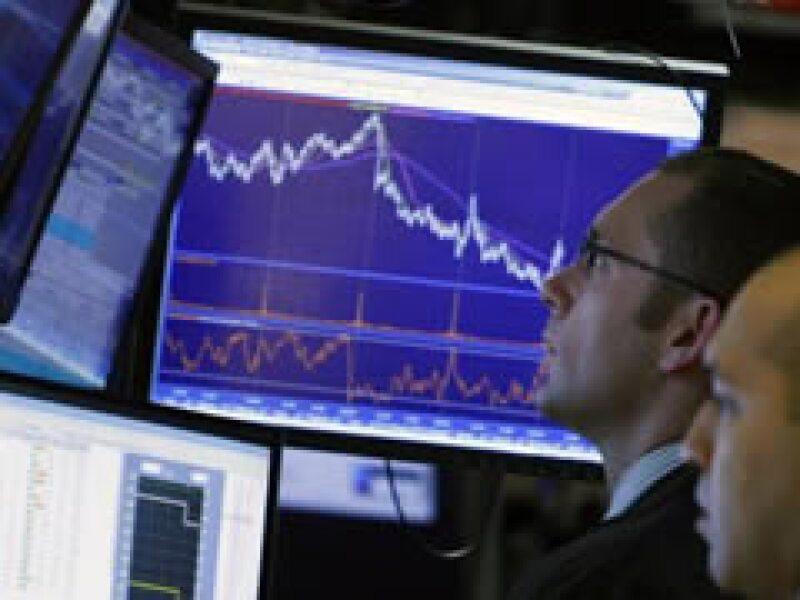 Los mercados accionarios cerraron la jornada a la baja. (Foto: Reuters)