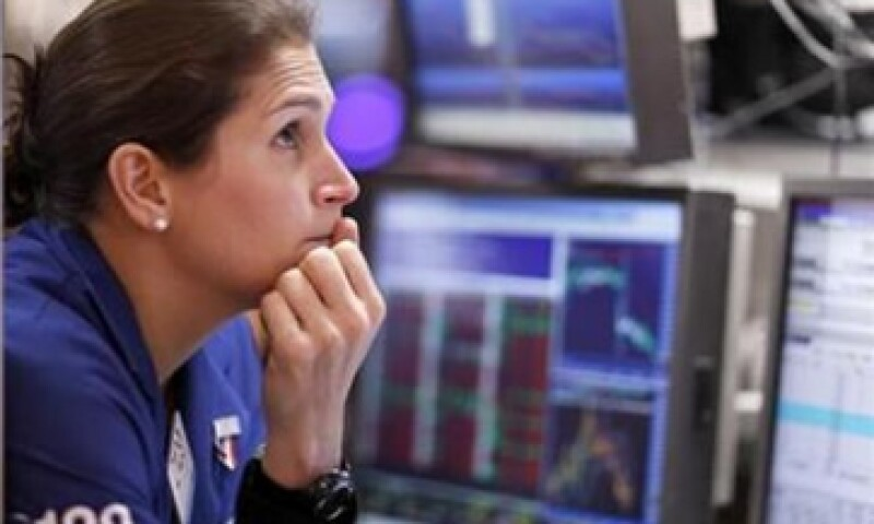 La fuerte ola de ventas sobre el cierre del mercado resaltó el persistente nerviosismo de los inversores. (Foto: Reuters)