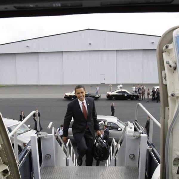 Luego de hacer campaña en Florida, uno de los pocos estados donde no es claro favorito, Obama viajó a Arizona, donde está dos puntos abajo de su rival.
