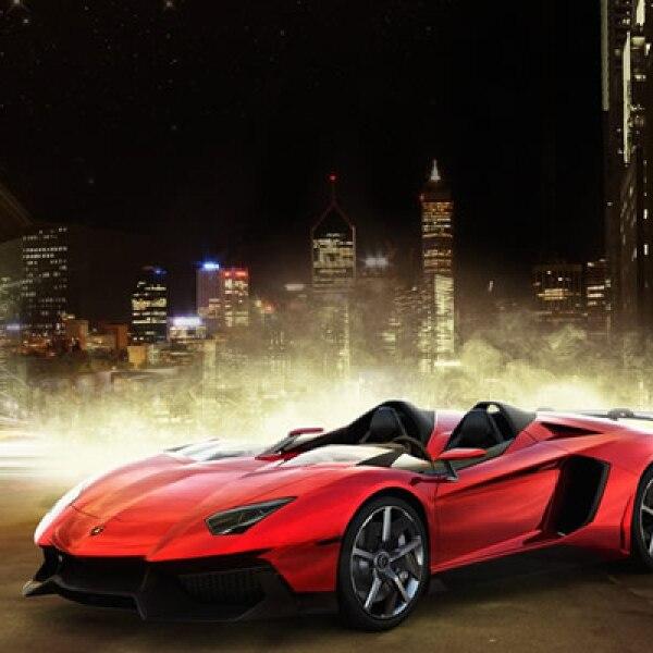 Lamborghini causó revuelo en el Salón de Ginebra 2012 con una versión biplaza del Aventador, pero sin techo ni parabrisas.