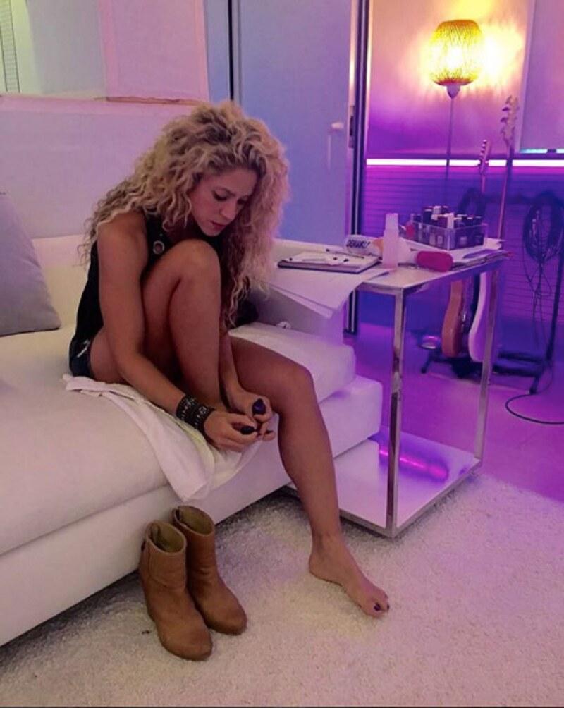 Haciendo caso a las críticas -y recomendaciones- de sus fans, Shakira publicó una foto haciéndose pedicure.