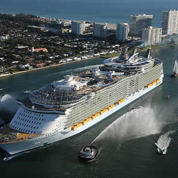 El crucero más grande del mundo, Oasis of the Seas, zarpará de las costas de Miami, Florida el 5 de diciembre del 2009 junto con sus más de 5,400 personas a bordo.