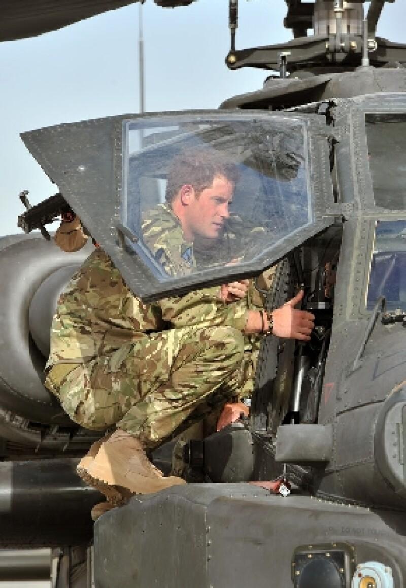 El hijo menor del Príncipe Carlos y la fallecida Lady Di, ha llamado por teléfono tres veces a su familia desde que llegó a este territorio, donde realiza por segunda ocasión servicio militar.