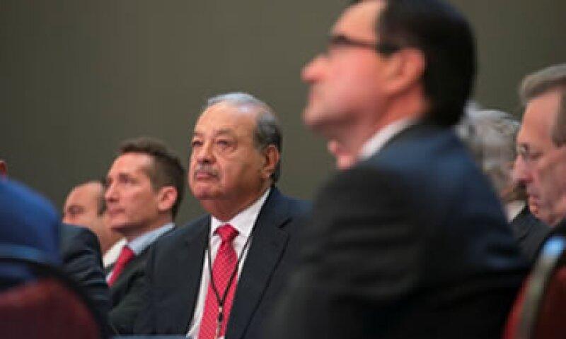 Carlos Slim confía en que la refroma energética mejorará la competitividad de las empresas. (Foto: Especial )