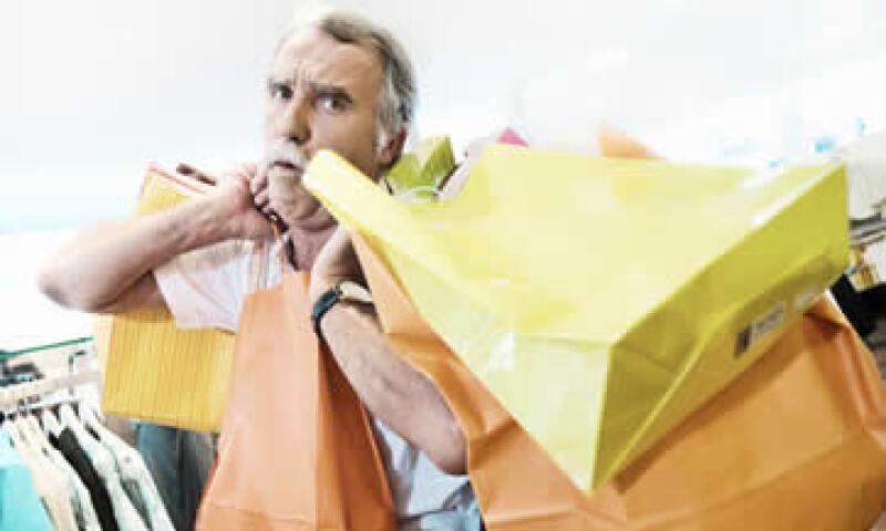 Comprar artículos sólo por los descuentos puede ser dañino para tus finanzas.  (Foto: Getty Images)
