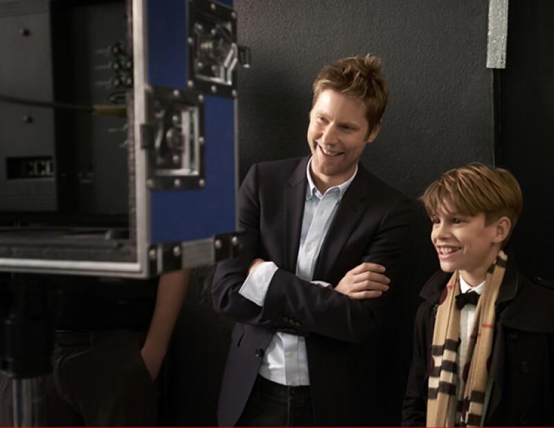 Christopher Bailey en el Behind The Scenes con Romeo Beckham.