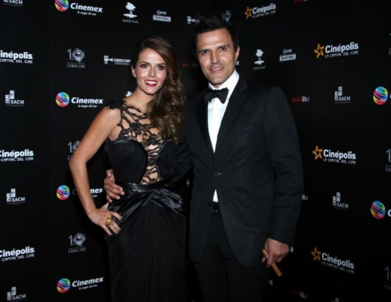 Durante su paso por la alfombra roja de los Premios Canacine, la pareja no dudó en compartir el gran amor que se tienen.