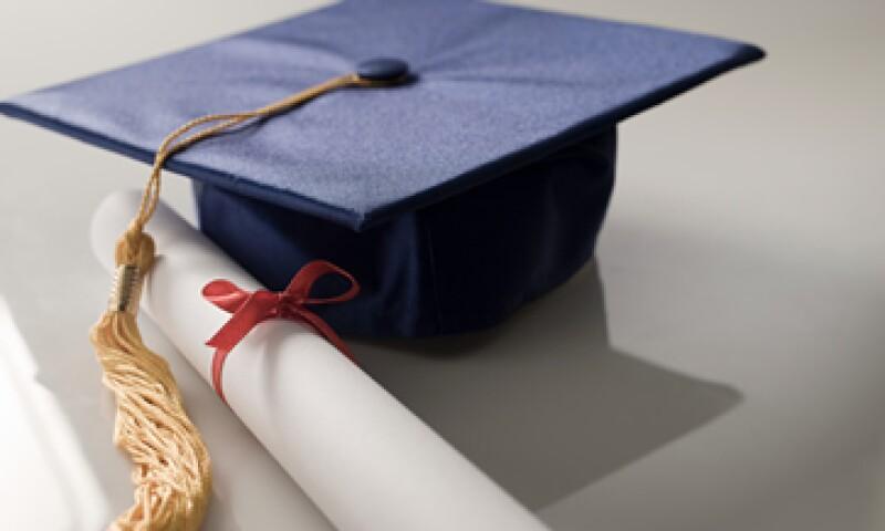 Los estudiantes que obtuvieron una licenciatura en 2011 tuvieron 26,000 dólares de deuda, en promedio, según la organización sin fines de lucro Project on Student Debt. (Foto: Getty Images)