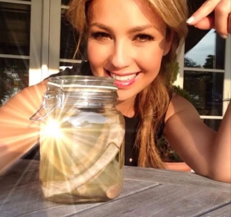 Thalía publicó en Twitter esta imagen de sus supuestas costillas en Instagram.