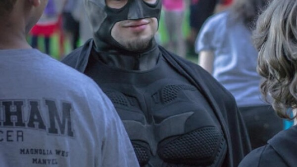 Eli Vizcaino, un fanático de Batman, caracterizado de su superhéroe