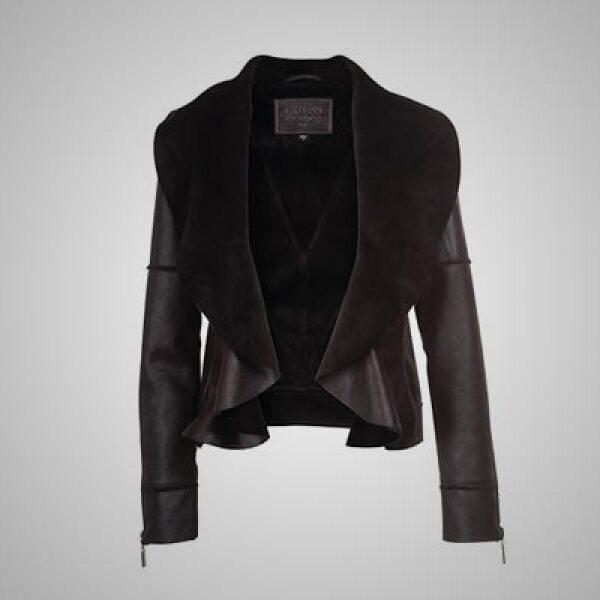 La combinación de piel y mezclilla son parte importante en la moda de la firma, principalmente en jeans y chamarras.