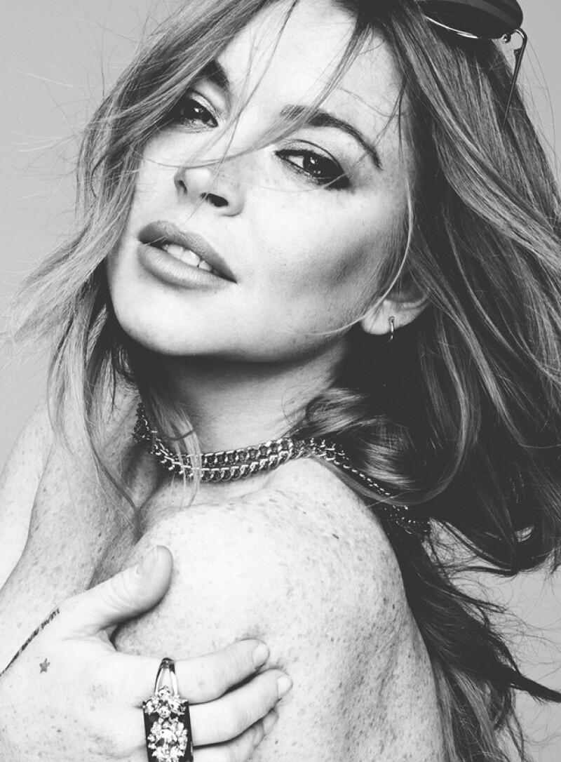 La actriz posó muy guapa en una sesión de fotos blanco y negro, uniéndose a la tendencia actual de los 'fashion nudes' que han seguido algunas celebridades como Rihanna, Selena y Kim Kardashian.