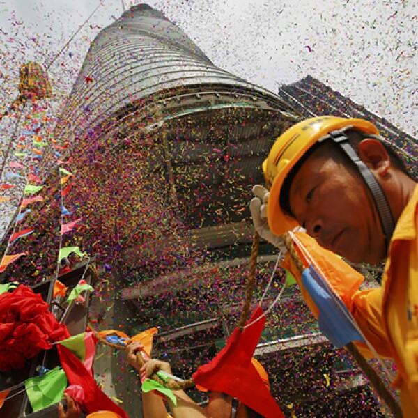 Trabajadores colocaron la mañana de este 3 de agosto la última viga de la estructura del emblemático edificio, cuya terminación está prevista para 2015.