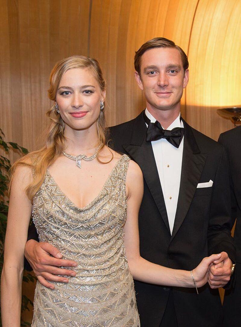 La pareja se casó ayer por lo civil, y para la ocasión la novia decidió portar un vestido de encaje y chiffon de la mítica casa de moda italiana, Valentino.