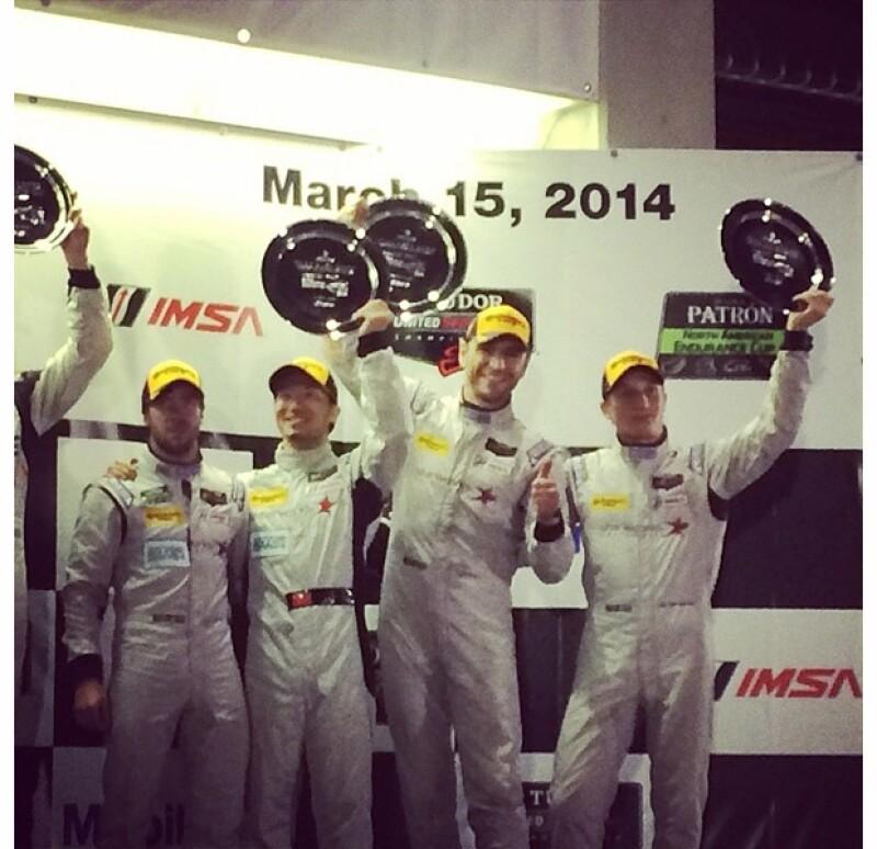 De acuerdo con la conductora, esta fue la primera vez que el piloto alcanza un lugar en el podio de premiación.