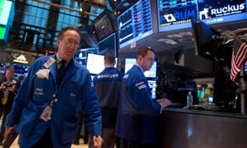 El Dow Jones cae 0.22% mientras que el S&P 500 baja 0.18%. (Foto: Reuters)