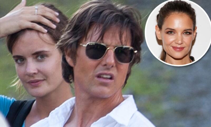 Emily Thomas, la asistente del actor con quien se dijo se iba a comprometer, publicó en Facebook una fotografía con Alex Roberts, su novio verdadero.