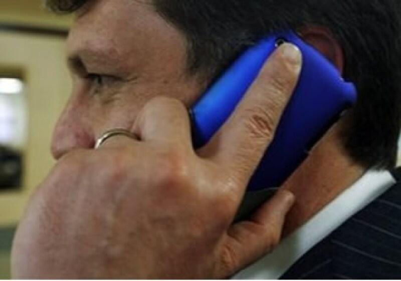 Es una obligación registrar los teléfonos para evitar actos delictivos por esta vía, dice el experto. (Foto: AP)