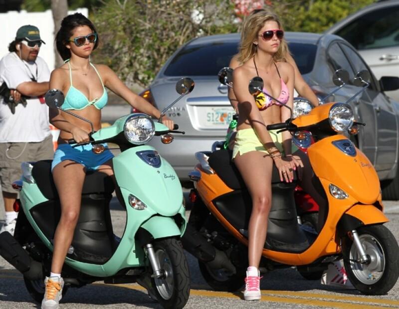 Selena y Vanessa comparten créditos en la película `Spring Breakers´.