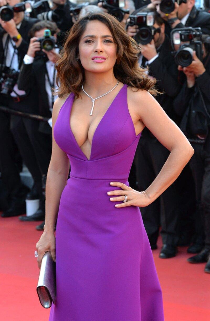 La guapa veracruzana cautivó en Cannes con su increíble vestido escotado Gucci.