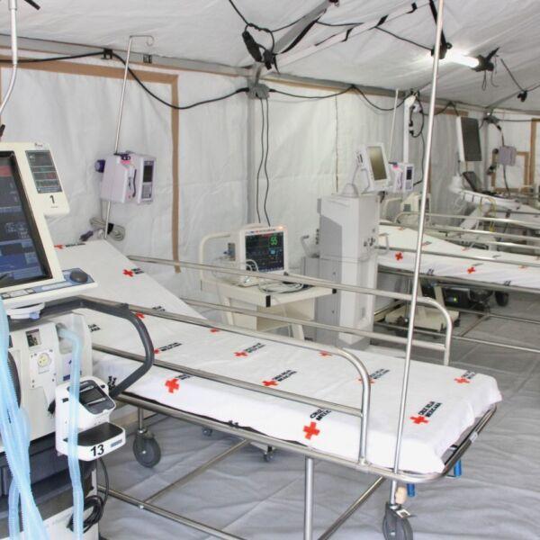 Aspectos del Hospital de Campo instalado por la Cruz Roja de México en el INER.