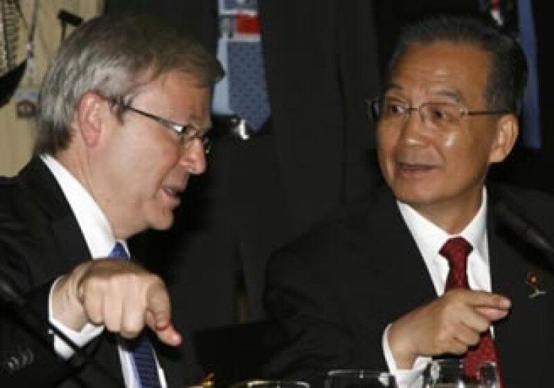 El primer ministro australiano, Kevin Rudd, con su par chino, Wen Jiabao, en la cumbre Asia-Pacífico. (Foto: Reuters)
