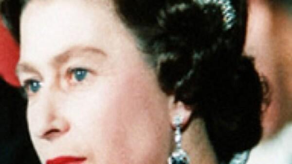 En la revista Quién te decimos cuál podría ser la tiara que utilice Stéphanie de Lannoy en su boda con el príncipe Guillermo de Luxemburgo. Una tradición que la realeza ha llevado siembre como Isabel II