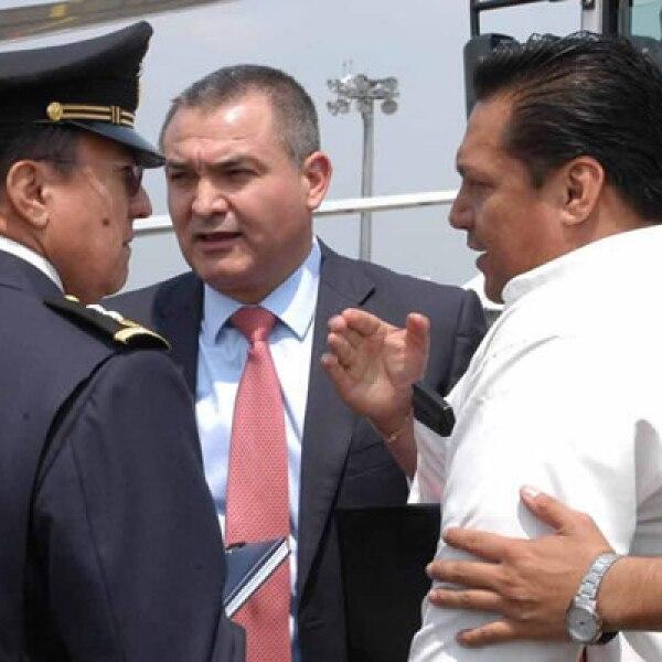 El boliviano Josmar Flores Pereira secuestró un avión de Aeroméxico que venía de Cancún la tarde del miércoles en el aeropuerto de la ciudad de México con latas de jugo. La SSP y Aeroméxico responsabilizaron a la vigilancia del aeropuerto de Cancún.