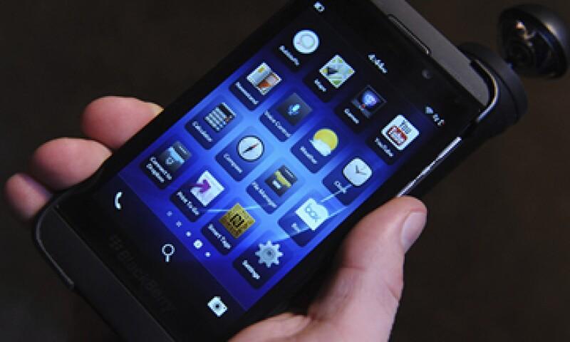 Blackberry anunció que lanzará nuevos teléfonos con teclado para recuperar a los clientes que rechazaron su pantalla táctil. (Foto: EFE)