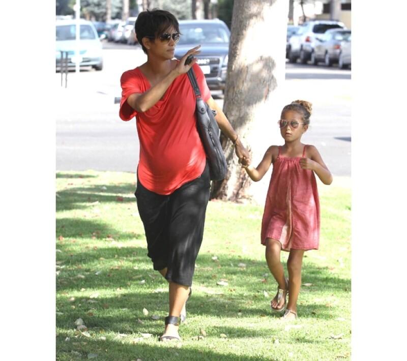 La actriz se ha mostrado siempre en contra del acoso de los paparazzi a su hija. Aseguró que ha recibido amenazas de muerte anónimas.