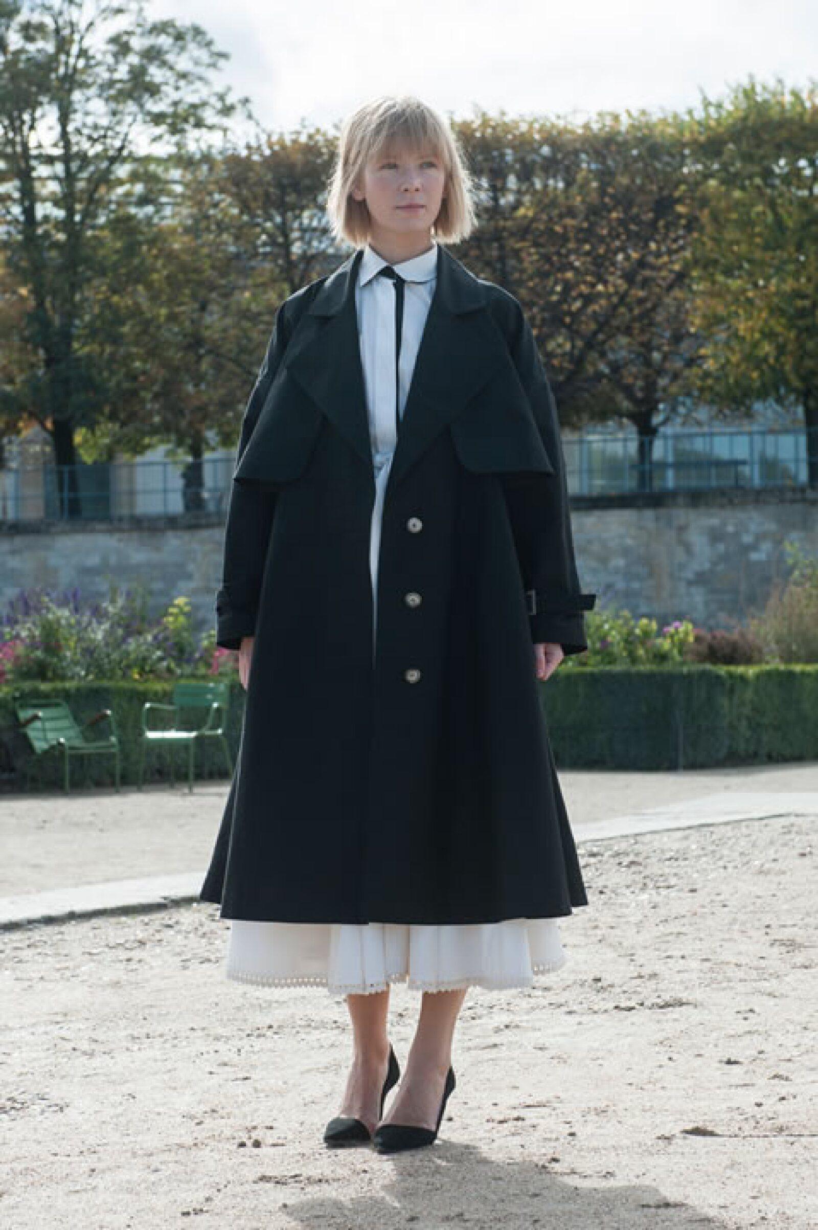 No dejes pasar la oportunidad de usar faldas en corte A y trench coats para complementar tu outfit.
