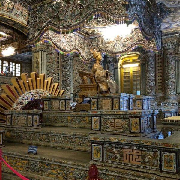 Mausoleo de King Khai Dinh en Vietnam.