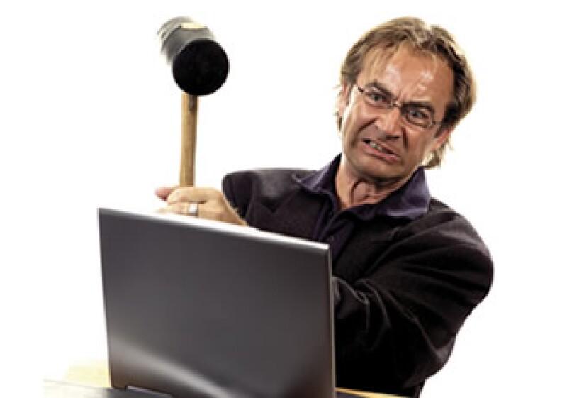 El 56% de los encuestados dijo que si ellos trataban de actualizar o arreglar sus propias PCs temían hacer más daño. (Foto: Photos to Go)